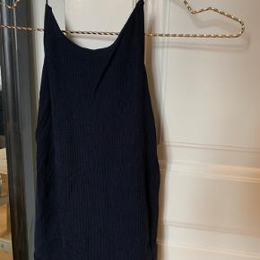 Smuk top fra Zara med dyb og åben ryg i rib.