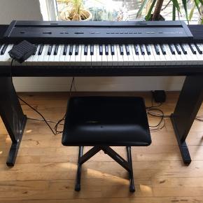 Velfungerende elektrisk klaver fra Roland ep-7 inklusiv stol og pedal sælges. God lyd! Kan afhentes i Sabro nær Aarhus.   * åben for bud *