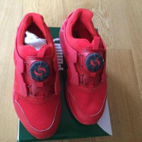 Varetype: sneakers Nye Størrelse: 37/5 Farve: Røde Oprindelig købspris: 1200 kr. Super lækre Sneakers. Har bare alt for mange sko.  Str 37,5 Cm. 23,5   #30dayssellout