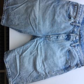 Levis shorts i lyst denim  200kr inklusiv fragt