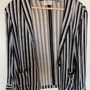 Blazer fra Marlene Birger i silke. Købt til nytår, men aldrig brugt