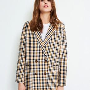 Denne fine blazer kan sagtens bruges som både blazer og jakke. Og den er i meget fin stand.  🌟🌟Husk hvis du du køber mere end to ting fra mig, så får du mængderabat, så tjek da lige resten af mine annoncer ud 🌟🌟