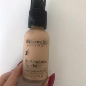 Der er brugt ca 20 % i farven light   Anti-ageing perricone md foundation der korrigerer hudtonen, rynker og porer synes mindre, SPF 30.   Oprindelig købspris: 460 kr.