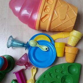 Blandet legetøj og redskaber til leg med modellervoks, 20kr