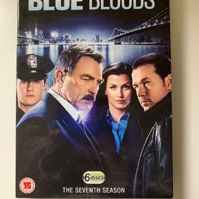 Sæson syv af den supergode serie: Blue Bloods. Kun engelske undertekster. Sender gerne med DAO.  MobilePay er meget velkomment.  Prisen er plus porto.  Bud er velkomne :-)