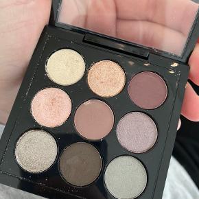 Mac øjenskygge palette. Kun 3 af farverne er brugt.