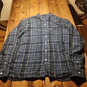 Blå Levis skjorte/flanelBrugt 3 gange, så den er i rigtig god stand