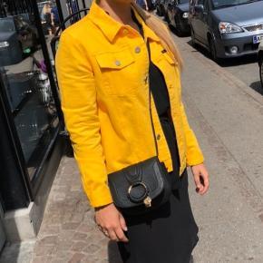 Cowboy jakke i gul fra Calvin Klein Jeans  Str. L - men passer mere s/m  Nypris 1000kr