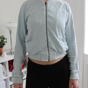 Flot lyseblå ganni jakke/bluse. Modellen hedder Miss Marple. Der er nogle små misfarvninger men det er næsten ikke noget man kan se (spørg for billeder) Byd gerne :)  #Secondchancesummer