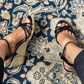 Divided sandaler