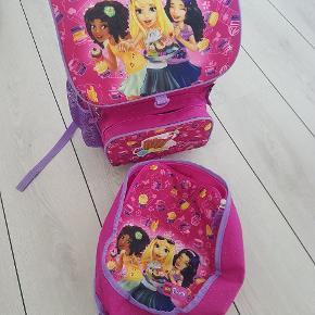 Rigtig fin Lego Friends skoletaske (0.kl - 2.kl.) med gymnastiktaske. Der er termorum til madpakke og flere smarte funktioner.