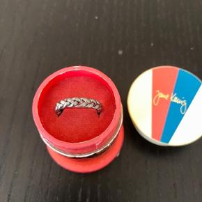 Medium braided ring i rhudineret sølv - bredde 3,5 mm. Str. 50.  Aldrig brugt!   Bytter ikke!