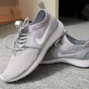 SENDER I DAG Nike træningsko gået med 1 gang behagelige at gå med kassen medfølger også str 38 næsten helt ny!😁