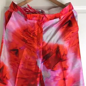 Fantastisk flot buks, 100%ceta silk. Oprindelig pris £290. Aldrig brugt.