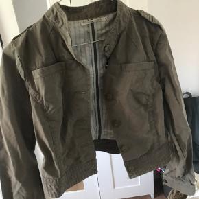 Super fed cowboyjakke i armygrøn fra Tommy Hilfiger sælges  Skriv for mere info eller flere billeder, mængde rabat gives🤍