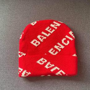Balenciaga hue & hat