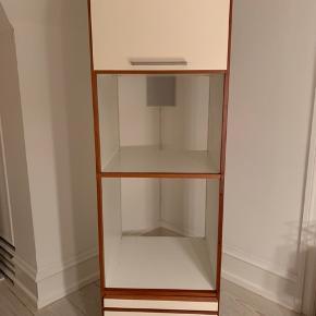 Unoform højskab. Ovn/mikroovn skab, mahogni med hvid front. H 180 x B 60 x D 60 cm. 500kr pr stk.