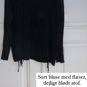 Forskelligt tøj til salg. Sælges billigt. Se de forskellige billeder, og skriv endelig for flere oplysninger. Bud modtages gerne 😊   Noget tekst står på billederne.   Kan sendes (priser ekskl fragt) eller hentes på Østerbro.