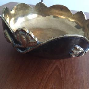 Artdeco frugtskål, ægte messing hele vejen igennem! Håndlavet fra Indonesien. Diameter 21cm