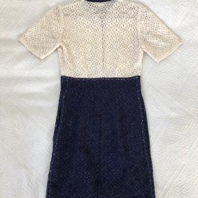 Fineste kjole med flotte blonder og pænt snit!