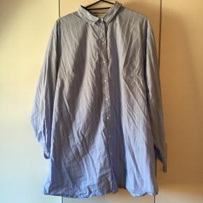 Skjortekjole brugt er par gange, str 44.
