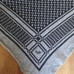 Sælger dette fine tørklæde. Brugt meget lidt og fejler intet. Mp er 1500 kr.