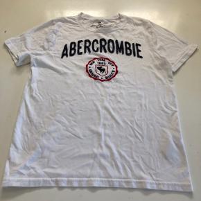 Super fed og lækker blød t-shirt, som er brugt få gange, fejler intet  Fast pris og bytter ikke