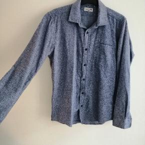 Blød varm skjorte i blå meleret stof