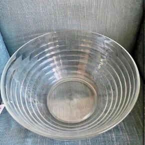 Glas skål 29 dia 16h  -fast pris -køb 4 annoncer og den billigste er gratis - kan afhentes på Mimersgade 111 - sender gerne hvis du betaler Porto - mødes ikke andre steder - bytter ikke