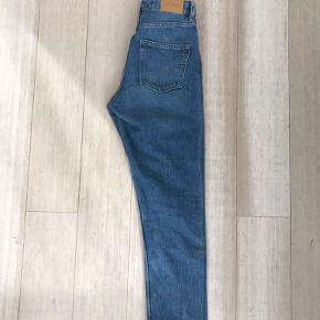 Jeans fra Monki til salg!
