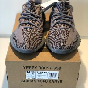 Adidas Yeezy Boost 350 V2 Beluga US 8 / EU 41 1/3  Cond: DSWT  MP: 2600 DKK BIN: 3000 DKK   Kvittering + boks medfølger.   Meet up I KBH ellers betaler køber fragt.   HMU