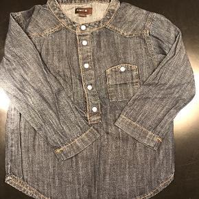 Varetype: Skjorte Farve: Blå Oprindelig købspris: 449 kr.  Sødeste mørkeblå skjorte fra Norlie
