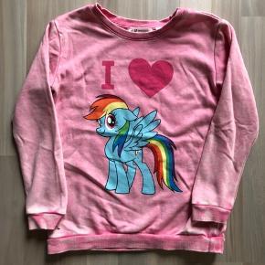 """str 122/128. My little pony bluse købt med """"slidt look"""" vasket men aldrig brugt. Kan sendes med dao a 36kr"""
