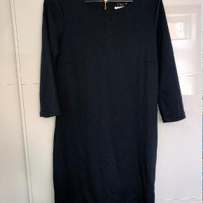Fin kjole fra VILA i str. xs, men passer en small