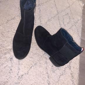 Sælger mine elskede støvler da jeg ikke kan passe dem. De er dejlig behagelige at have på.
