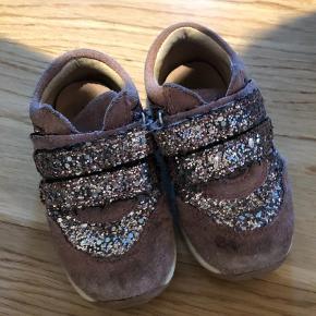 a65b2912c2e Varetype: Sneakers Farve: Lilla Brugt en sæson