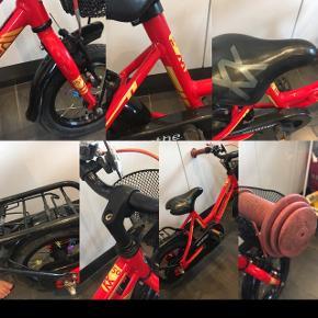 Rigtig fin Winther cykel til pige - er i tvivl om størrelsen men passer en 2-4 årige.  Håndtag lidt slidte - ellers er den i MEGET fin stand 😄😊