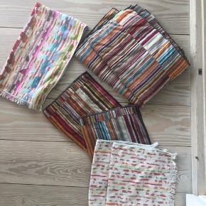 Superskønne håndklæder. Sælges enten samlet for kr 1150,-. Alternativt Jazz(stribet) 875,- samlet. Sommerfugle 400,- Samlet nypris 2650,-