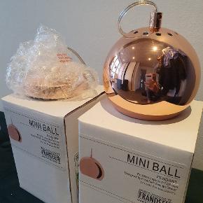 2x Frandsen Ball kobber lamper. Helt nye.  Ny pris pr. stk. 449 kr.  Nu 200 kr. pr. stk.