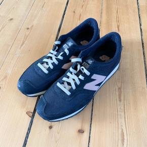 New Balance 620 sneakers i mørkeblå/lyserød str. 40. Brugt en gang.  FAST PRIS: 300 kr. + porto