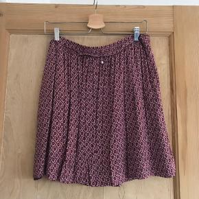 Fin nederdel fra Esprit Str. L