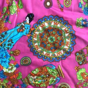 Mærke: Sinequanone fra Frankrig. Så fin og flot strop kjole, tætsiddende. Aldrig brugt, en gave. Opbevaret i røgfrit hjem uden kæledyr.