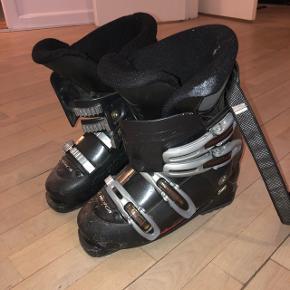 Nordica skistøvler str 39-40 Brugt et enkelt år. Sælges da de ikke passer i størrelse
