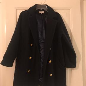 Uld Frakke / jakke fra Ganni kun brugt få gange nypris var omkring de 2000 kr mener jeg  Kom endelig med bud!!!