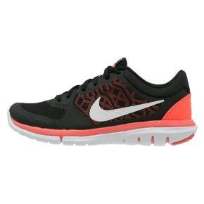 Nike Flex løbesko i str. 35,5 - 22 cm. Aldrig brugt da de er en smule for store til mig. Er i original æske.