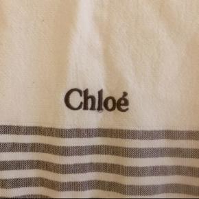 Stort badehåndklæde fra Chloé. Købt gennem YouHeShe for en del år siden.  Kan selvfølgelig også bruges som tæppe i sofaen eller lign.