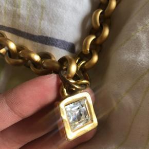 Fine gamle smykker fra Dyrberg kern. Halskæde samt matchende armbånd. Byd