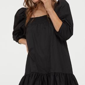 """H&M Conscious bomuldskjole med pufærmer. Aldrig brugt. Stadig med prismærke.   """"Pufærmer"""""""
