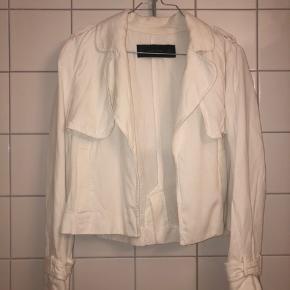 Hvid kort jakke fra ZARA. Aldrig brugt. 📦kan sendes mod betaling  💰betaling kontant eller MobilePay