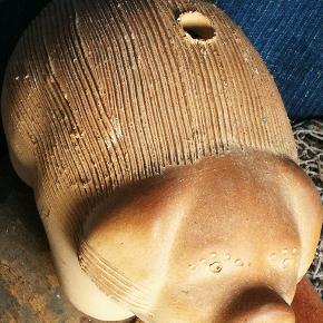 Karse gris.. Riller på ryg. Her puttes karse frø og det blir en Ulf gris. :). Funktionel og stor dekoration effekt.